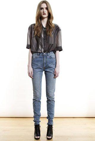 tmavá košile a modré džíny od Shipley & Halmos