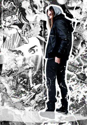 pánská černá kožená bunda, šedivá mikina a černé džíny Im King