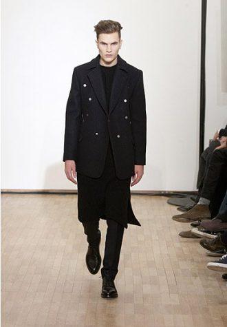 pánské černé sako, černá tunika a kalhoty Raf Simons