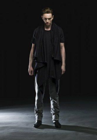 pánský černý asymetricky řešený top a šedé kalhoty Complex geometries