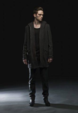 pánský tmavý kabát s kapsami a černé kalhoty Complex geometries