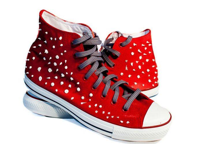 pomalované tenisky Converse od výtvarníka Karla Jerie