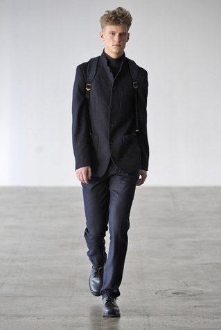 pánské černé sako, kalhoty a baťoh Patrik Ervell