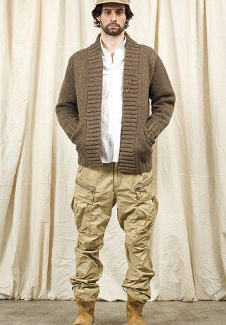 pánská béžová čepice, kalhoty a hnědý svetr Nonnative