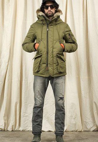 pánská černá kšiltovka, zelená bunda a černé džíny Nonnative