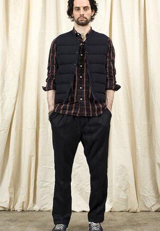 pánská černá vesta, kostkovaná košile a černé kalhoty Nonnative