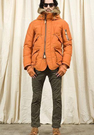 pánská oranžová bunda a zelené kalhoty Nonnative