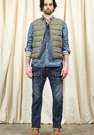 pánská šedá vesta, džínová košile a džíny Nonnative