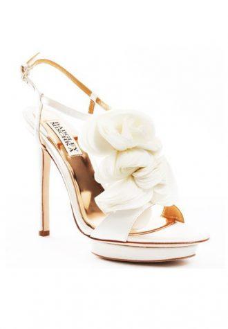 bílé střevíčky s květy Badgley Mischka - Randee ($ 179.99)
