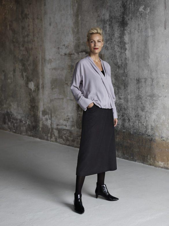 dámská fialová halenka a černá sukně Timoure et group